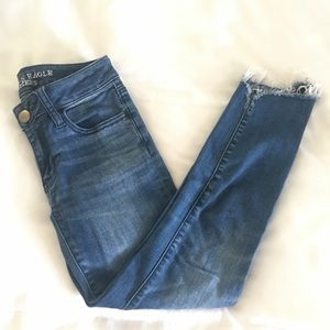 ✨American Eagle Mid Rise Jegging Frayed Crop Jeans